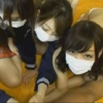 【素人】あわや中出し!?制服娘と夢の4P!(ライブチャット)【無修正】