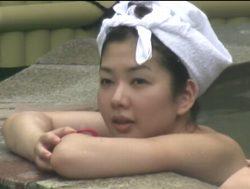 若い娘でいっぱいの露天風呂
